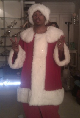 Nick Cannon gets in the holiday spirit