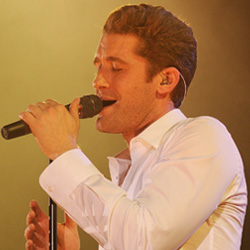 Matthew Morrison singing