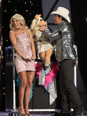Miss Piggy with Carrie Underwood
