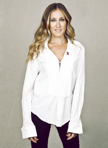 Sarah Jessica Parker wearing AIDs double ribbon