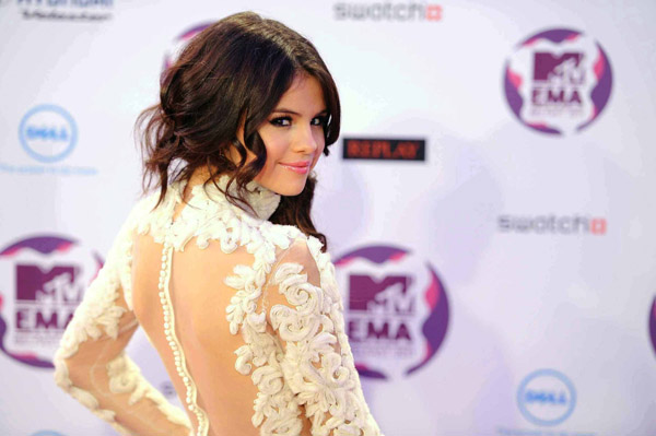 Selena Gomez performed and hosted the EMAs