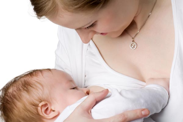 woman-breastfeeds-baby-in-court