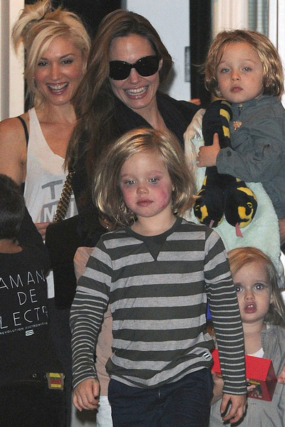 Celebrity moms that breastfeed