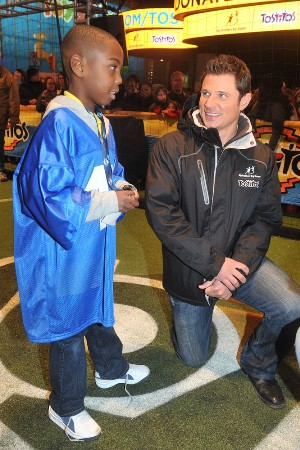 Nick Lachey Helps Big Brothers Big Sisters