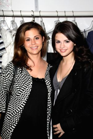 Selena Gomez on Selena Gomez S Mom Suffers Miscarriage