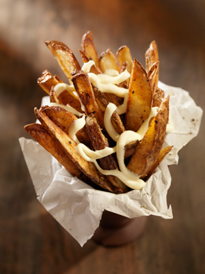 Baked frites with rosemary mayo