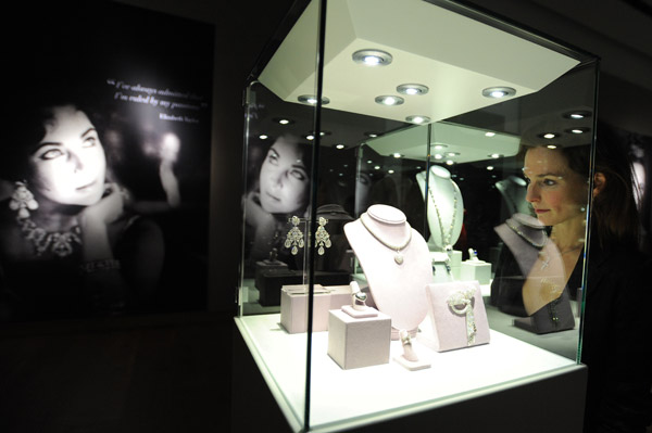 Elizabeth Taylor jewelry auction fetches $115 million