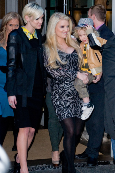 Pregnant Jessica Simpson, Ashlee Simpson