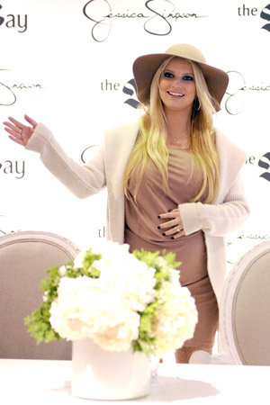 Jessica Simpson thinks she's having a girl