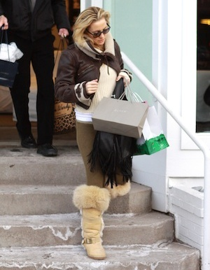 Kate Hudson spends Christmas in Aspen.