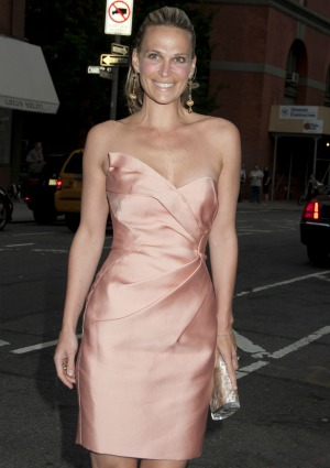 How Molly Sims keeps that body