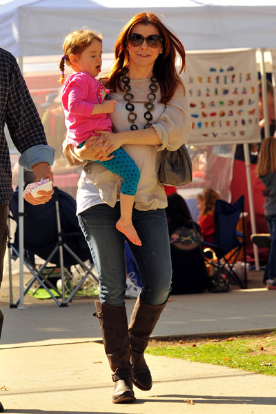 Pregnant Alyson Hannigan and daughter
