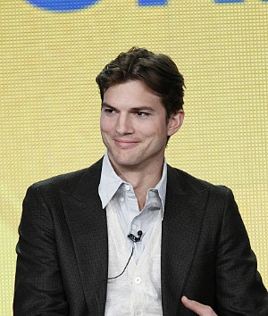Ashton Kutcher wears wedding ring