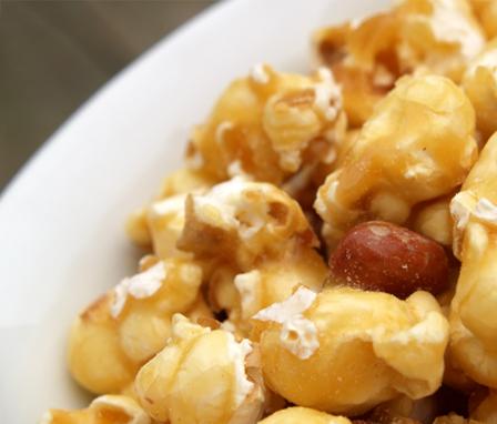 Popcorn raisin crunch