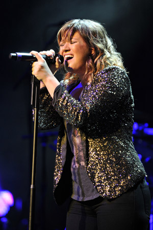 Report: Kelly Clarkson to mentor on The Voice