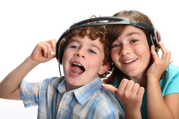 Kids dancing and singing