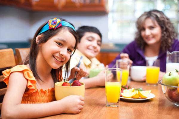 Kid's eating healthy breakfast