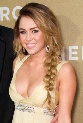Miley Cyrus' bombshell locks at People's Choice Awards