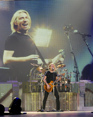Nickelback fights back against Twitter bullies