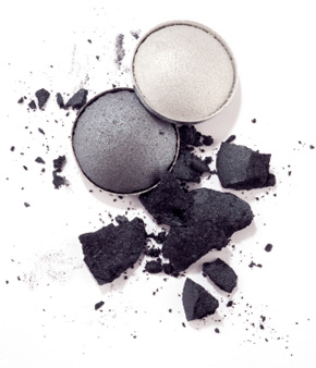Gray and pearl eyeshadow for smokey eye makeup look