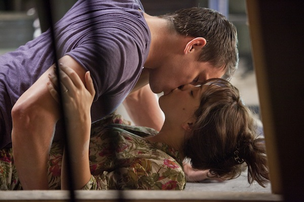 The-Vow-Movie-Chaning-Tatum-Kissing-Rachel-McAdams