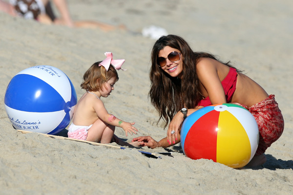 Ali Landry and daughter at the beach