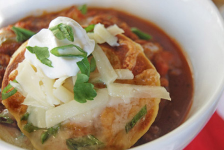 Chicken chili with sweet corn griddle cakes