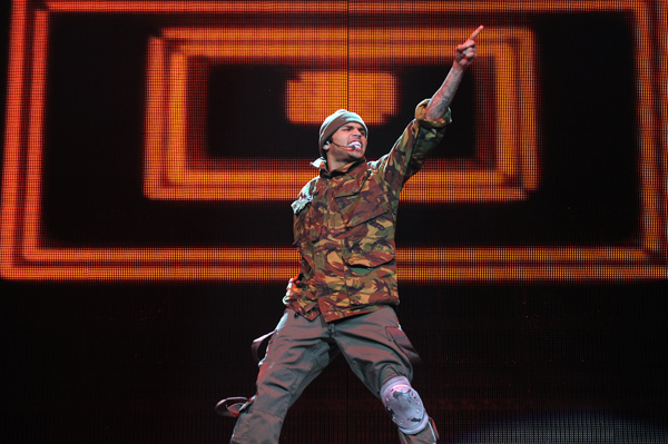 Chris Brown tweets his haters... again