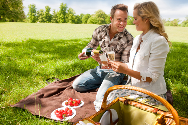 Couple on first date -- A picnic in a part