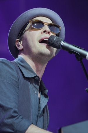 Gavin DeGraw's doing a career two-step