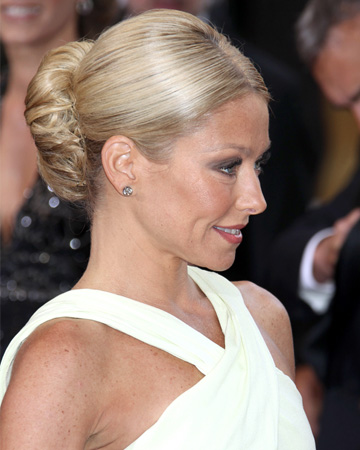 Kelly Ripa's Oscars 2012 chignon