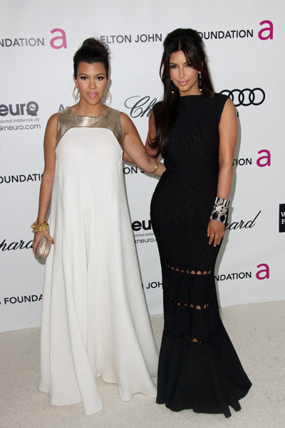 Pregnant Kourtney Kardashian and Kim Kardashian at Elton John Oscars party