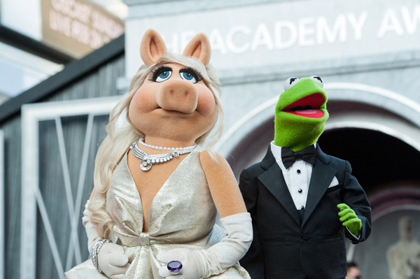 Miss Piggy and Kermit the Frog rock the red carpet!