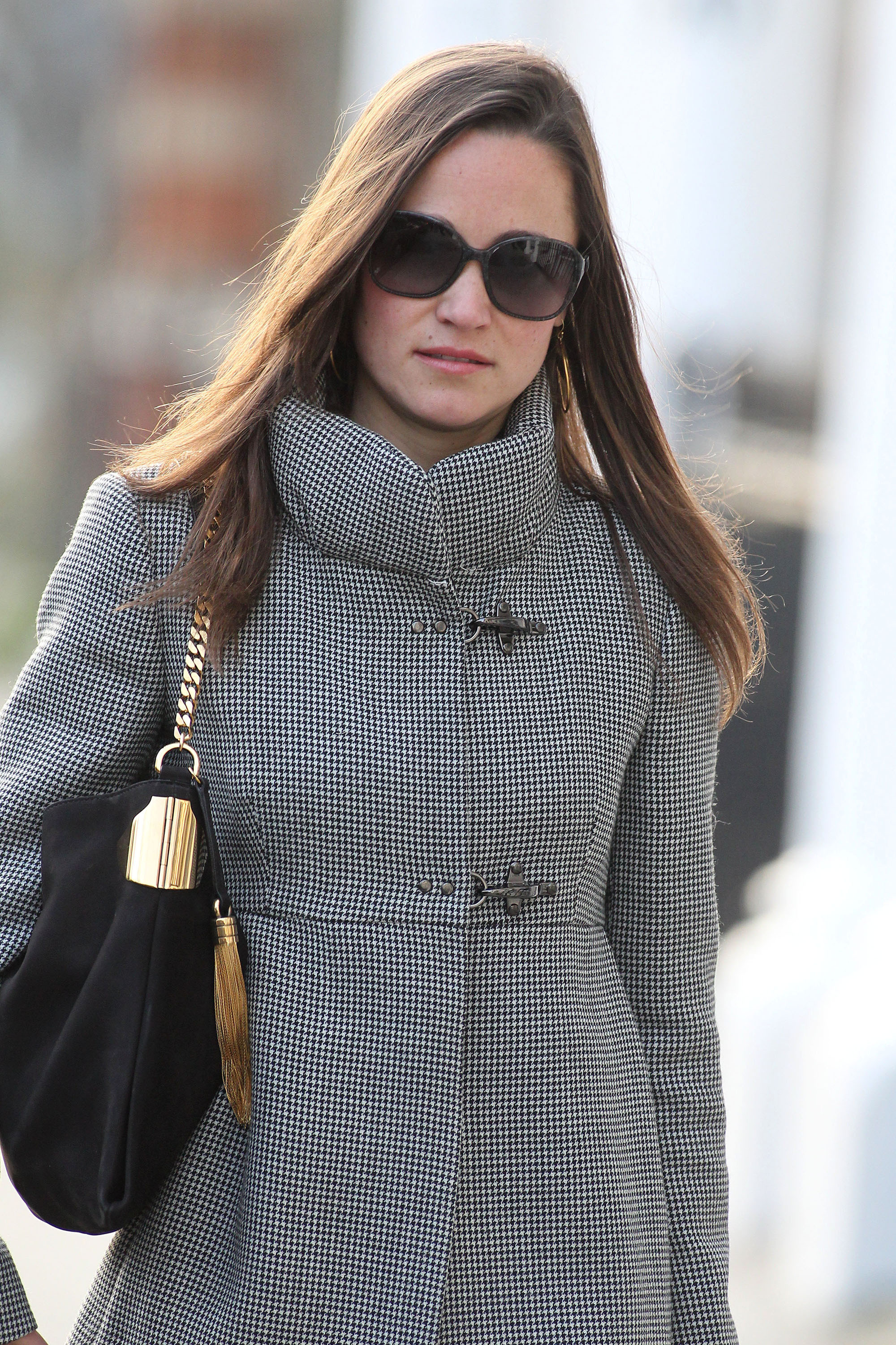 pippa middleton dating Pippa middleton is getting her own royal wedding the younger sister of kate middleton is engaged to her longtime boyfriend, james matthews.