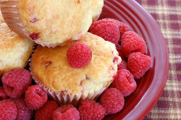 Sugar-crusted rasberry muffins recipe