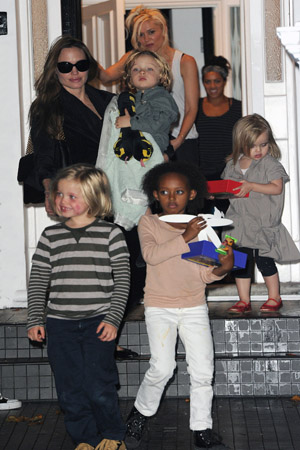 Vivienne copies mama Angelina Jolie