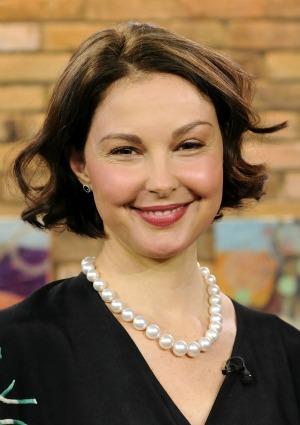 Ashley Judd: Puff mama
