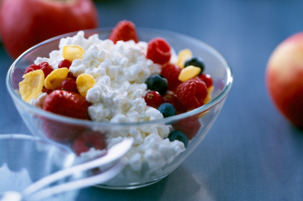 Lowfat cottage cheese and berries