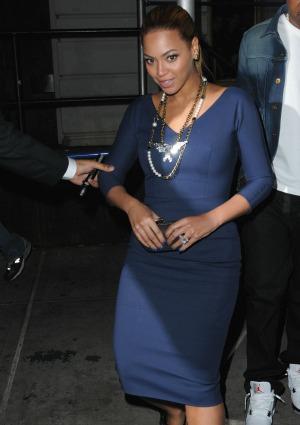 Beyoncé glows in blue