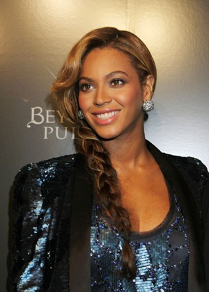 Beyoncé breastfeeding baby Blue