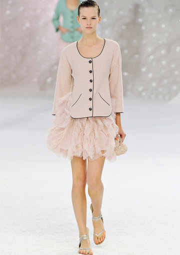 Chanel pastel look
