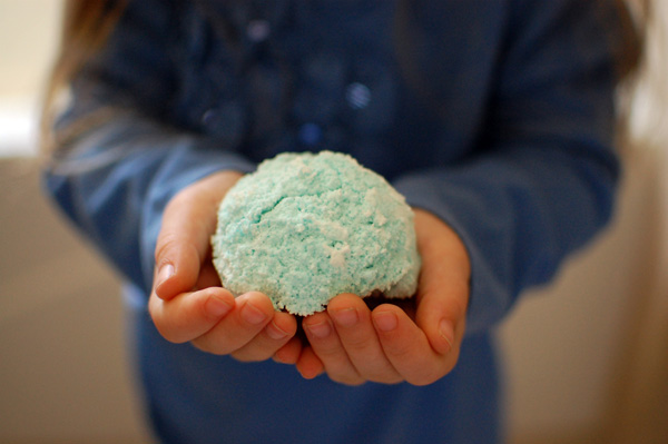 Here's how to make your own bath bombs