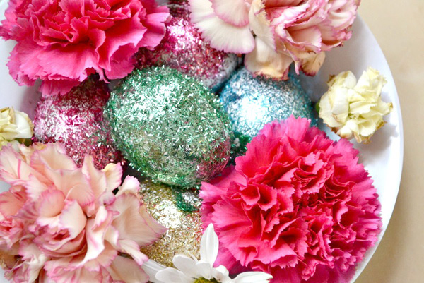 Glittery egg & flower centerpiece