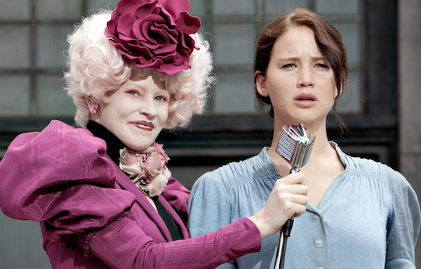 Elizabeth Banks transforms into Effie for The Hunger Games