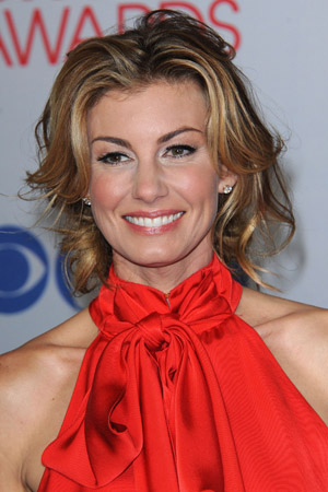 Faith Hill spotted without makeup