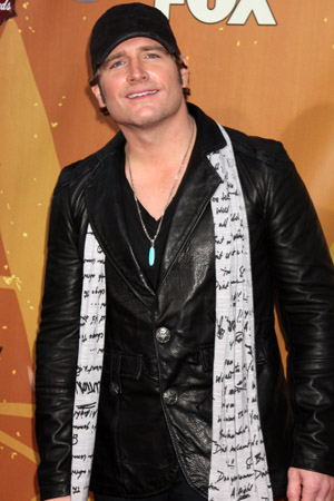 Country singer Jerrod Niemann survives bus fire