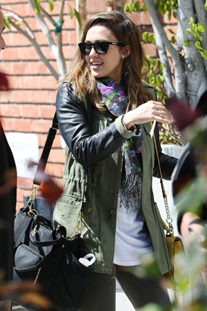 Jessica Alba, the author!