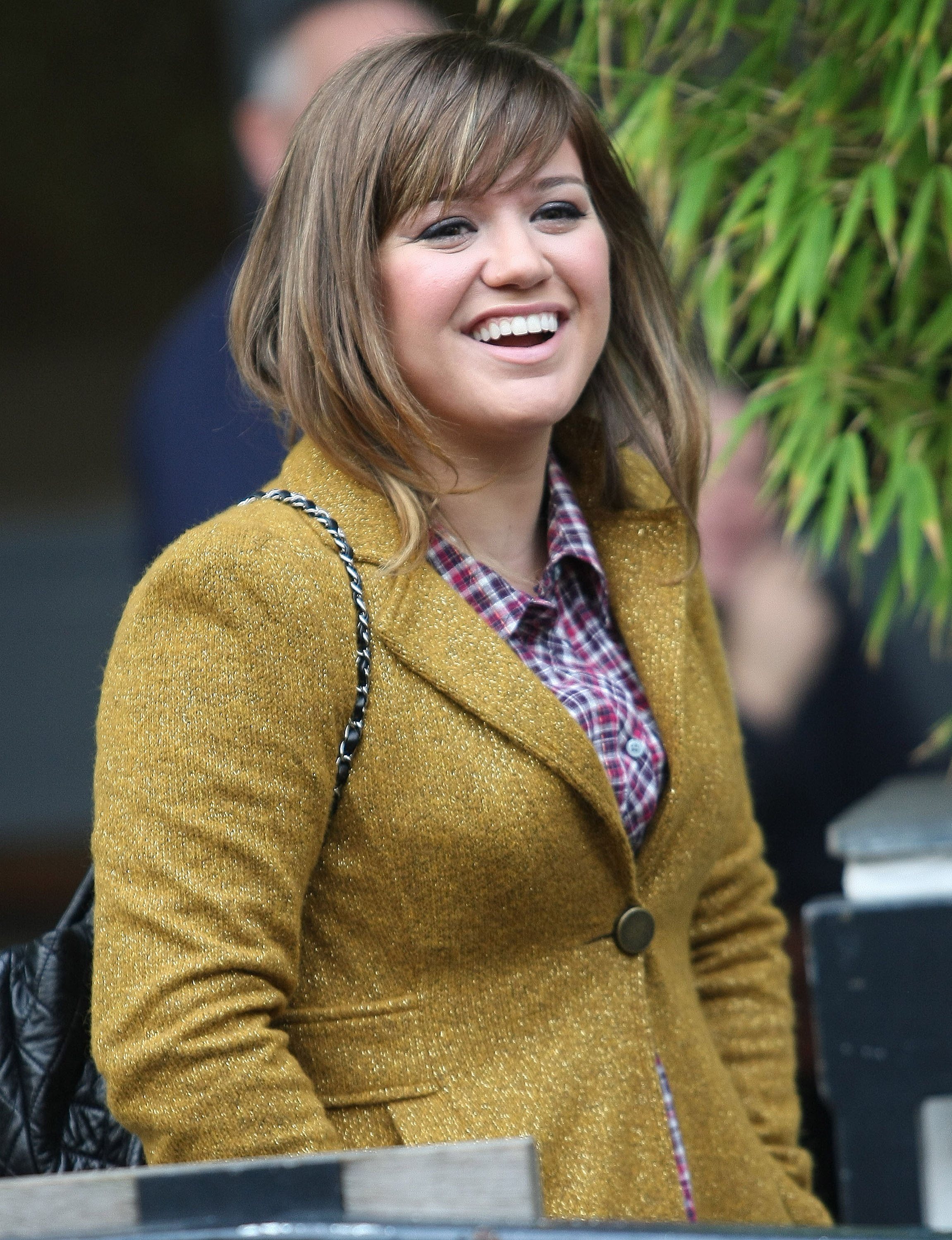 "kelly clarkson dating anyone Clarkson and blackstock met at the right time because the singer just got out of a ""crappy"" relationship then ""sometimes it sucks dating because it's so many wrong ones until you get the right one,"" she said when clarkson saw blackstock walk past her, she immediately felt attracted towards him."