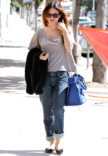Rachel Bilson wearing jeans and tee
