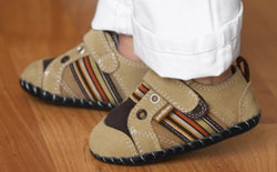 Proper fit tips for toddler shoes